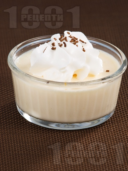 Лесен баварски крем от ванилов пудинг със сметана, жълтъци и желатин за десерт - снимка на рецептата